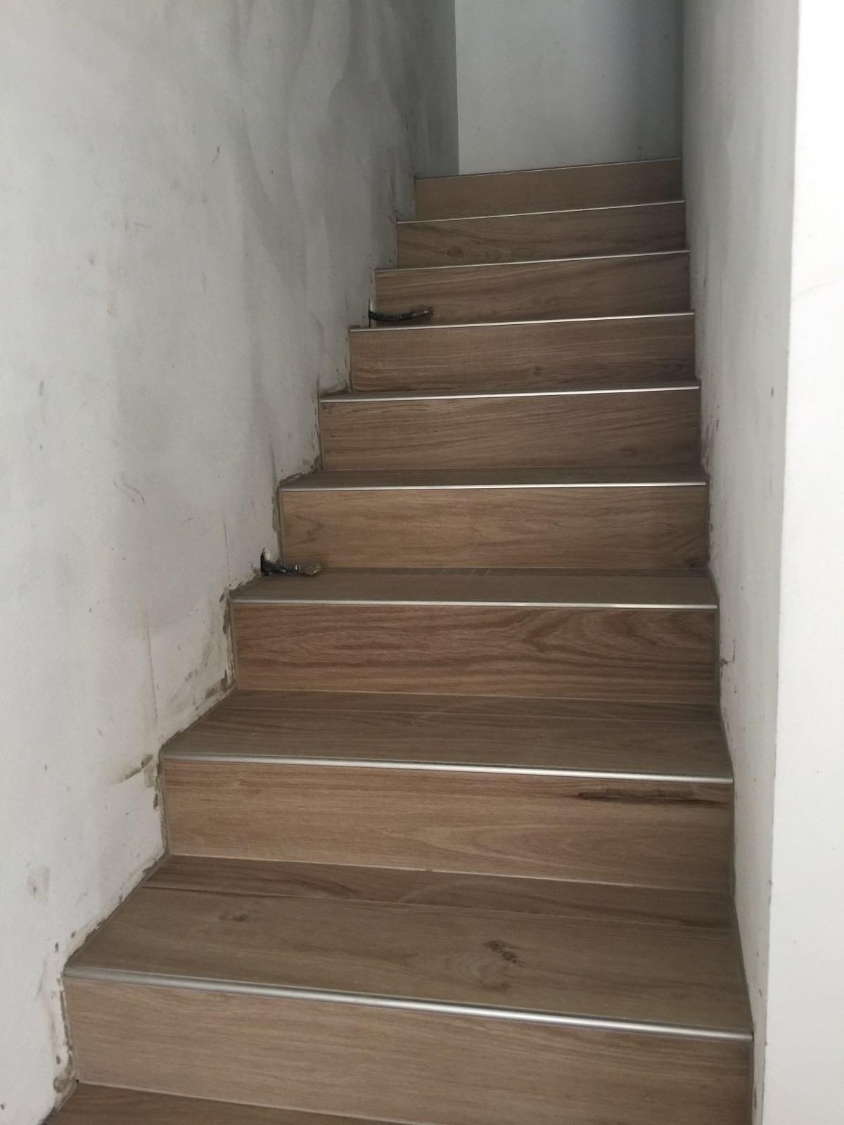 Realizzazione nicchia muratura dettaglio piastrelle posa - Scale gres porcellanato ...