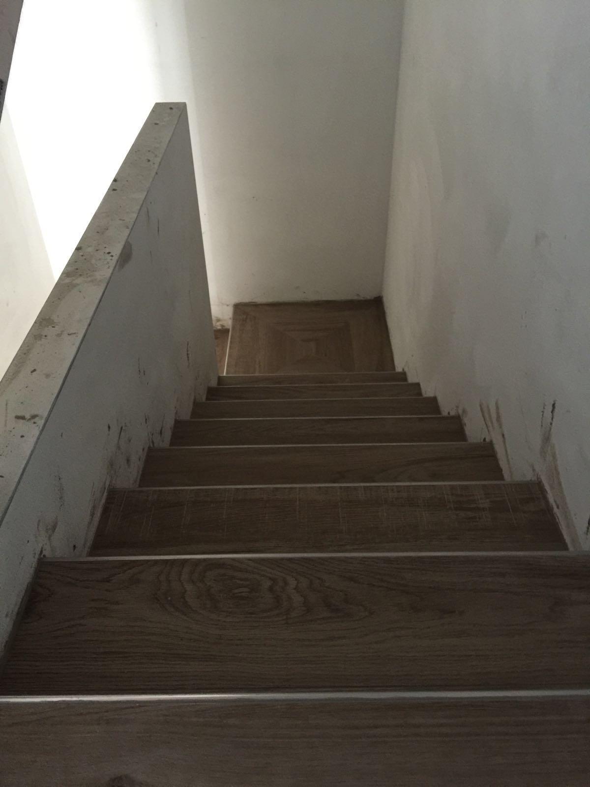 Realizzazione nicchia muratura dettaglio piastrelle posa - Scale in ceramica ...